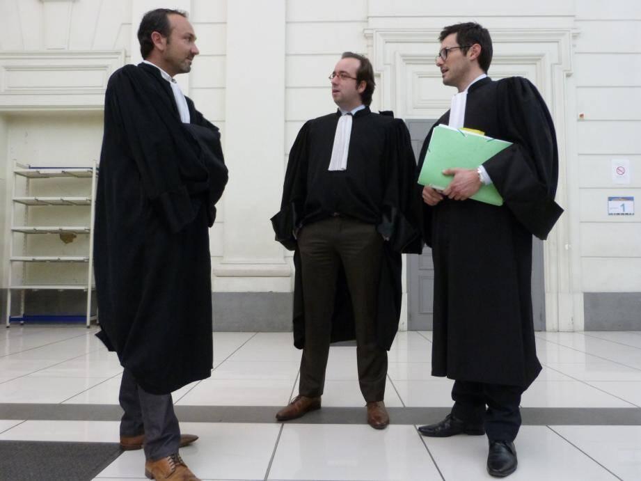 Les avocats de la défense Mes Brejou, Verrier et Tossan, avant le délibéré au palais de justice de Nice.