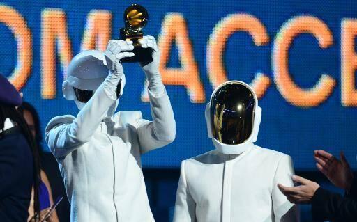 Le duo électro français Daft Punk aux 56e Grammy Awards.