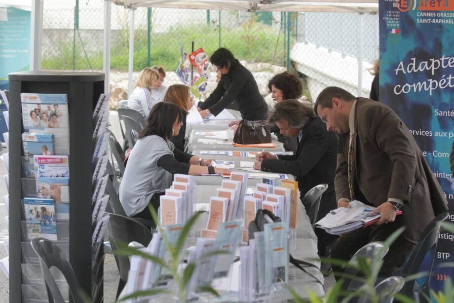 La Mission locale organise de nombreux forums à l'attention des jeunes, comme ici celui de l'alternance, en 2012.Les Jeudis de l'emploi, eux, sont ouverts à tous, sans condition d'âge.