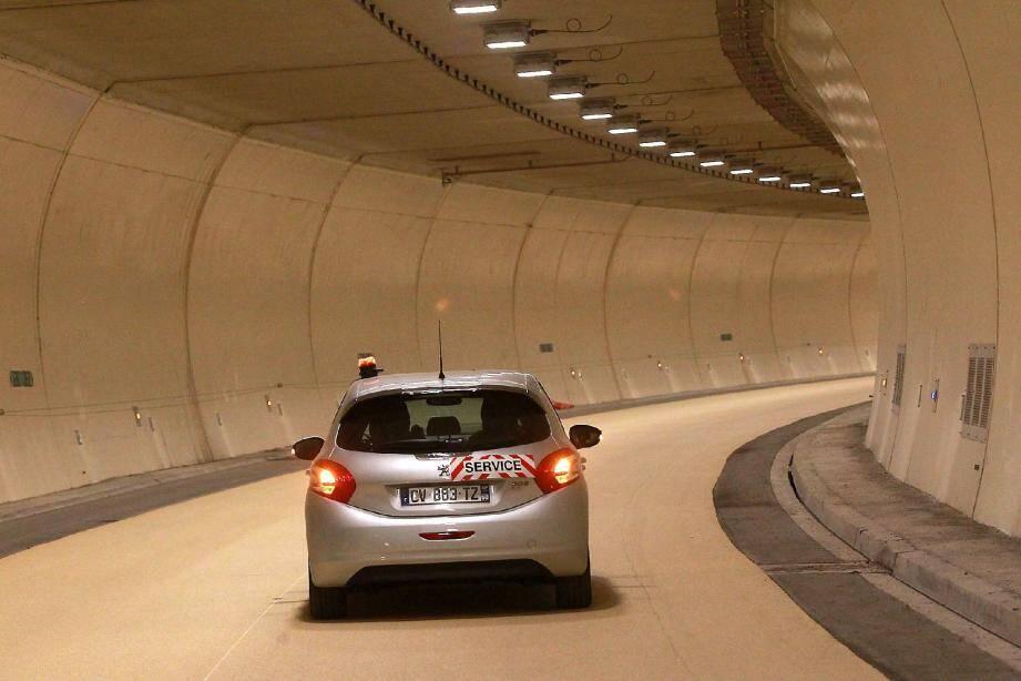 Les travaux du tunnel de Toulon sont terminés. Il ne manquent plus que les voitures...