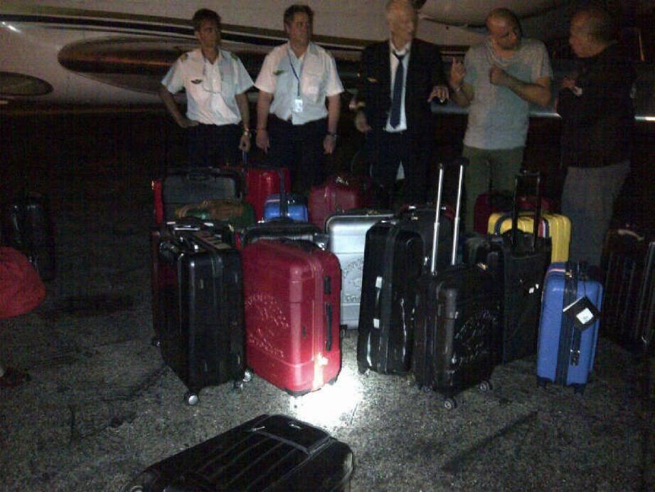 Le Falcon 50 s'apprêtait à quitter l'aéroport de Punta Cana, avec ses trois pilotes et son passager unique, en pleine nuit quand les policiers locaux sont intervenus.