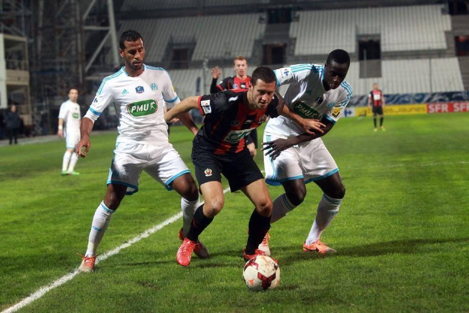 Luigi Bruins au duel lors de la dernière visite de l'OGC Nice au Vélodrome de Marseille (victoire 5-4).