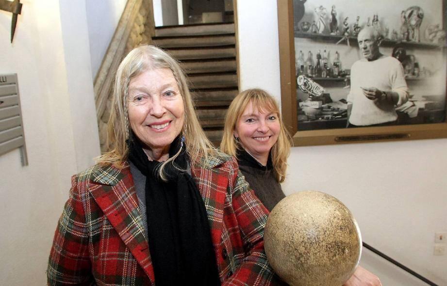 Sylvette David, de passage avec sa fille Isabelle, à la veille de l'exposition en Allemagne de ses portraits par Picasso.