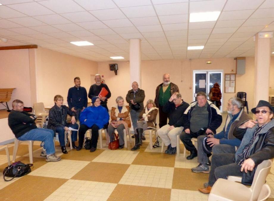 Les participants n'ont pas hésité à braver le mauvais temps pour venir débattre.