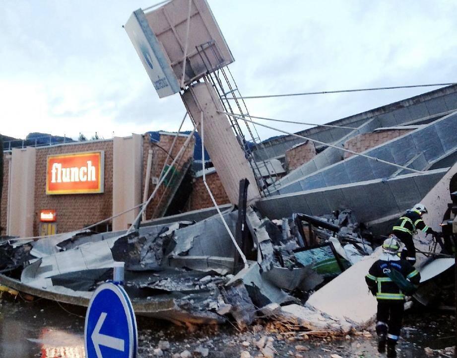 Un adjoint de sécurité a eu une réaction salvatrice, mercredi après-midi à Nice, au moment où une partie du toit de Carrefour Lingostière commençait à s'effondrer.