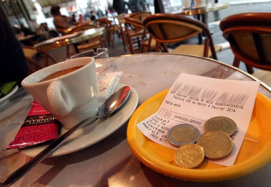 3,10 euros l'expresso, c'est le tarif après 14 h 30 dans ce café de l'avenue Jean-Médecin.