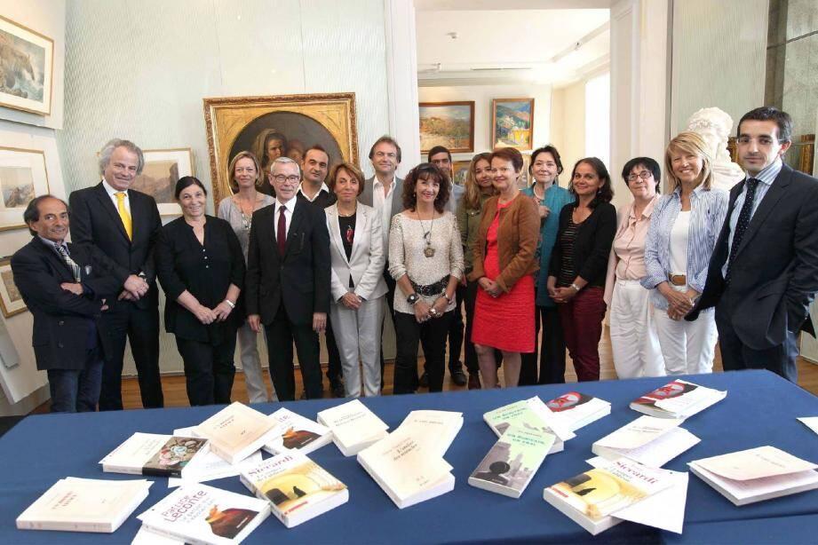 Le jury de l'an dernier entouré de Franz-Olivier Giesbert et d'Olivier Biscaye, directeur des rédactions de Nice-Matin , dans le somptueux cadre de la villa Masséna à Nice.