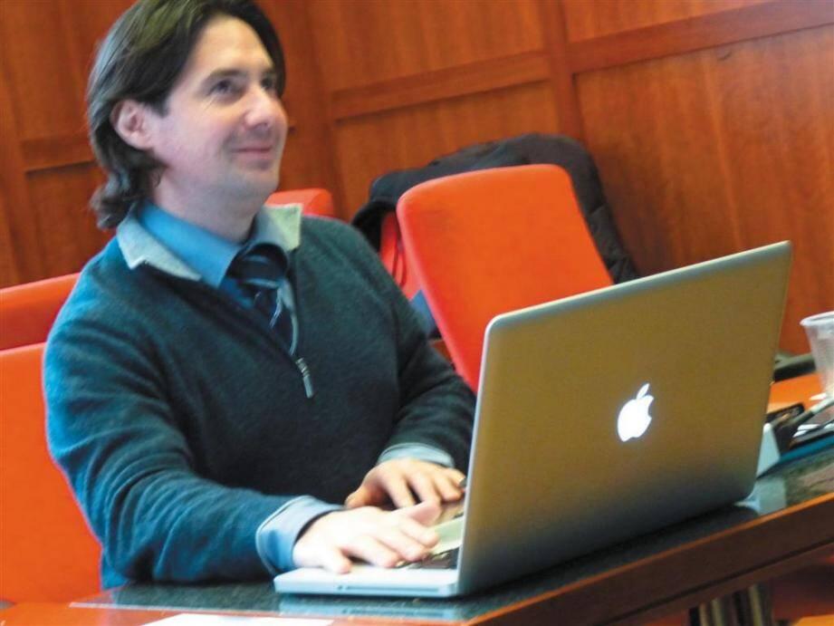 Frédéric Dupouy fait le lien entre les entreprises.