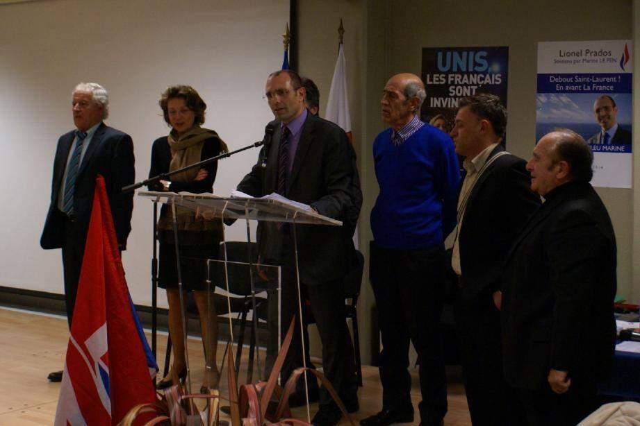 Lionel Prados entouré de responsables du FN et de membres de son équipe.(DR)