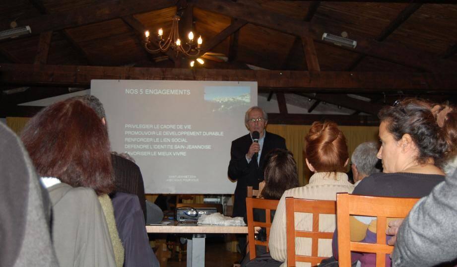 L'ancien maire, Gérard Nirascou, a développé avec ses colistiers son programme à l'auberge des Quatre Chemins. Avec au centre des enjeux de cette élection, encore et toujours, le PLU.(DR)