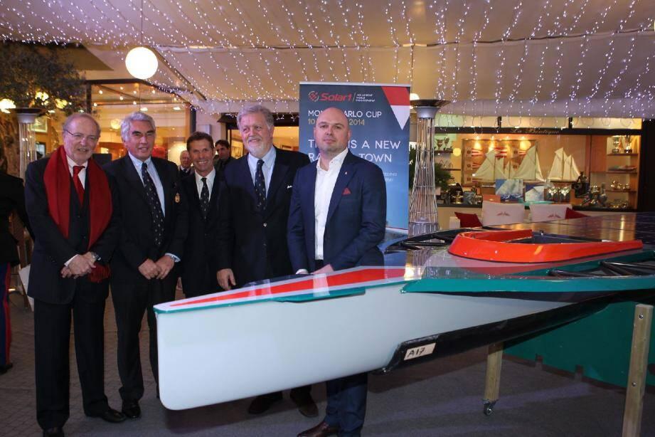 Au Yacht-club de Monaco, l'organisation de cette « Solar1 Monte Carlo Cup » s'inscrit dans l'histoire de l'établissement, qui recevait au début du XXe siècle, les premières courses de canots automobiles.