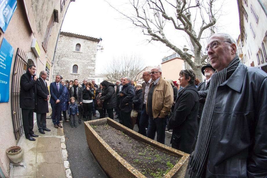 Une partie de l'assistance lors de l'inauguration de la permanence de Jean-Marc Délia