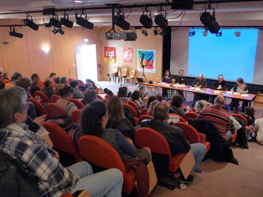 L'amphithéâtre de l'espace association était bien rempli lundi lors du lancement d'une grande campagne syndicale contre les discriminations au travail.