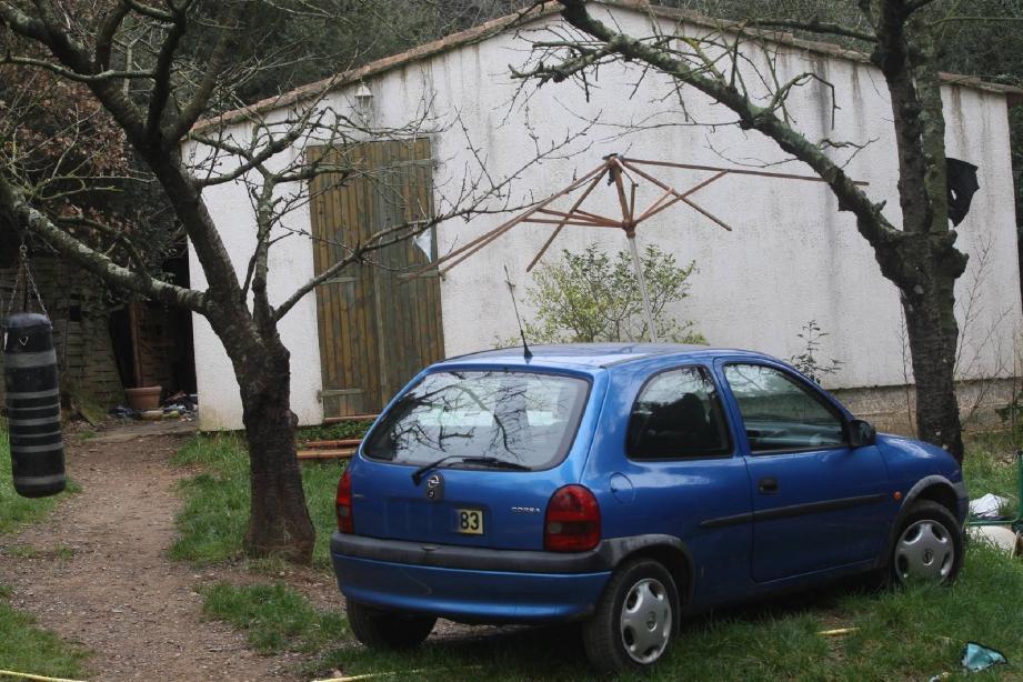 Au lendemain de l'autopsie, le meurtre de Diego, vendredi dans la maison familiale de Six-Fours (ci-dessus), reste une énigme.