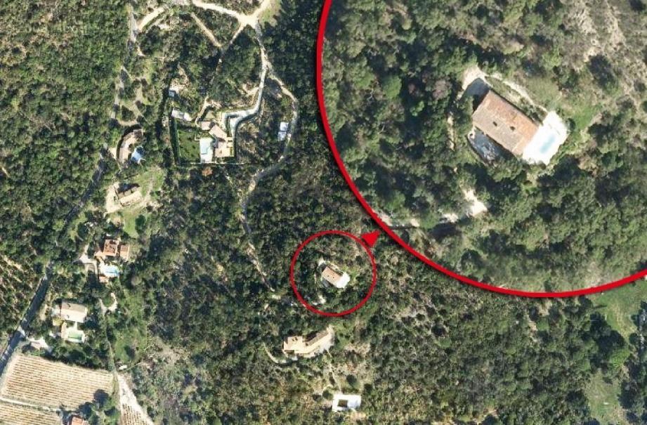 Vue aérienne du mas provençal, au cœur de cette affaire d'urbanisme.(D.R)