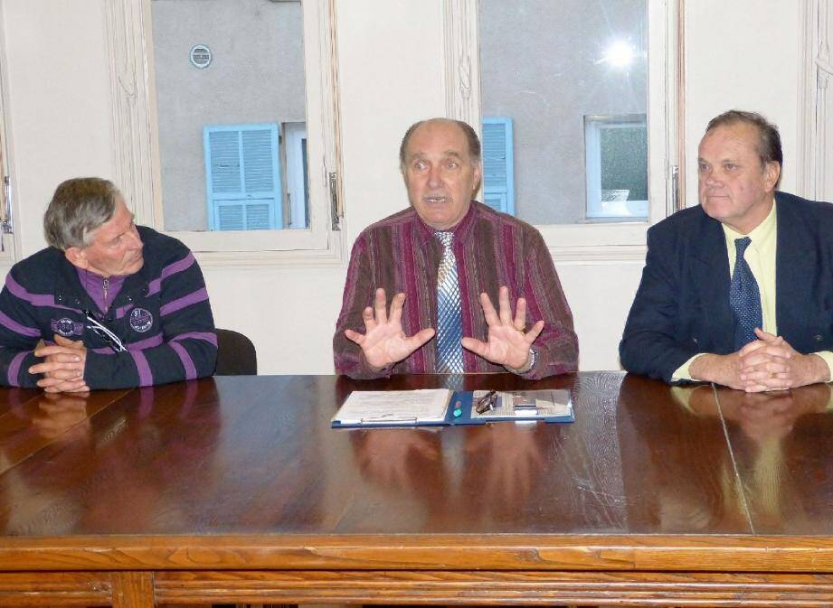 Bernard Corniglion (à gauche) a rappelé l'impact politique des élections municipales car elles permettent aux maires d'élire les sénateurs.
