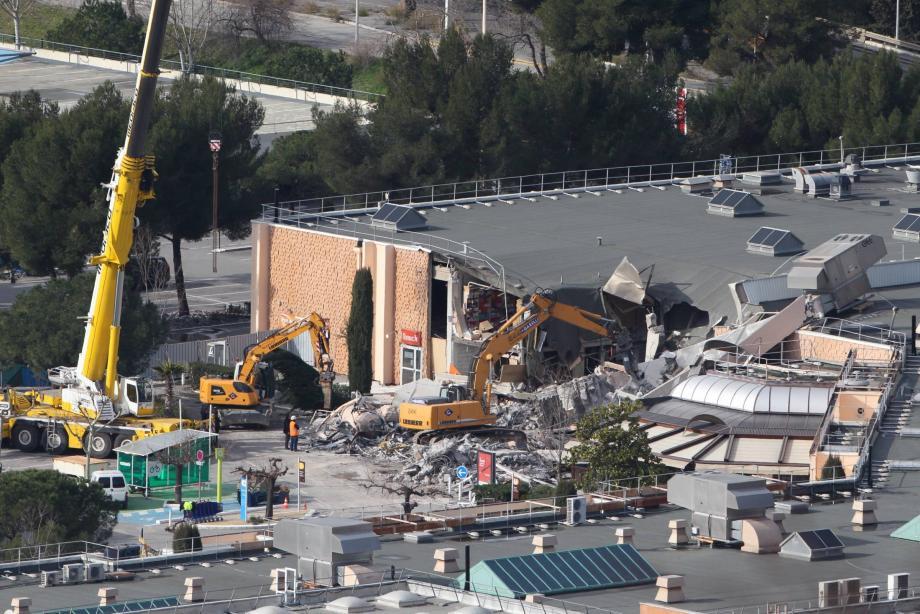 Le centre commercial reste fermé jusqu'à nouvel ordre, dans l'attente du feu vert de la commission de sécurité.