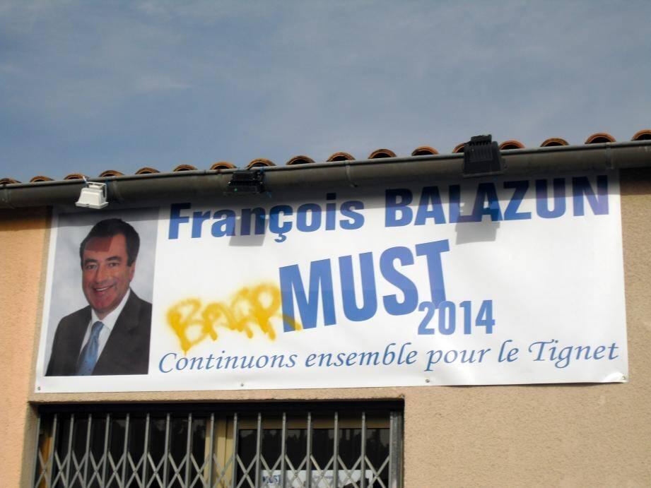 Le maire sortant, François Balazun, et candidat aux élections municipales du Tignet était choqué de découvrir les dégradations, mardi matin.