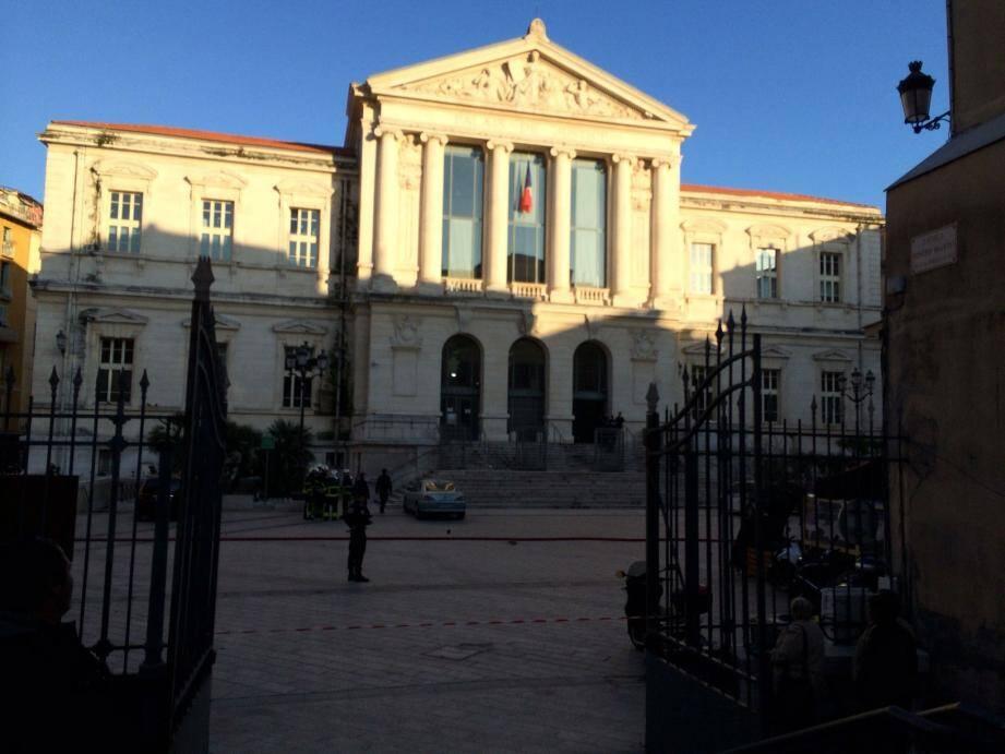 Le palais de justice de Nice évacué ce lundi après-midi pour une fuite de gaz.