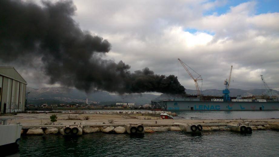 Incendie sur le chantier de déconstruction de l'ex-Saône, dans l'enceinte de Brégaillon