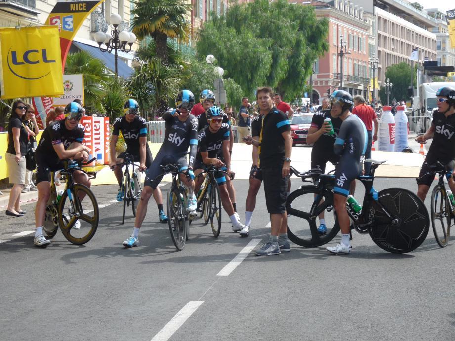L'équipe Sky autour de son leader Christopher Froome, à Nice lors du dernier Tour de France.