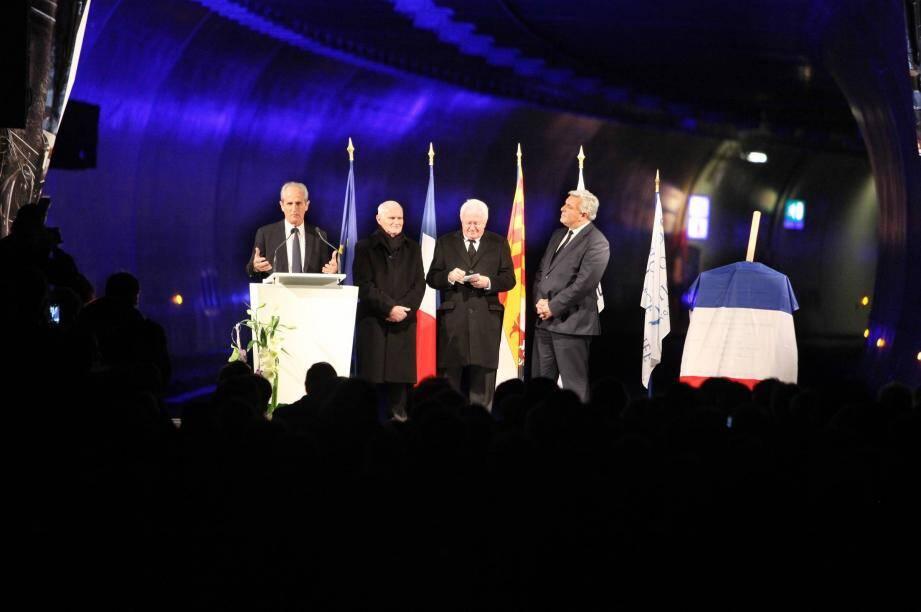 Hubert Falco, président de TPM et maire de Toulon, Horace Lanfranchi, président du Département du Var, Michel Vauzelle, président de Paca, et Frédéric Cuvillier, ministre des Transports.