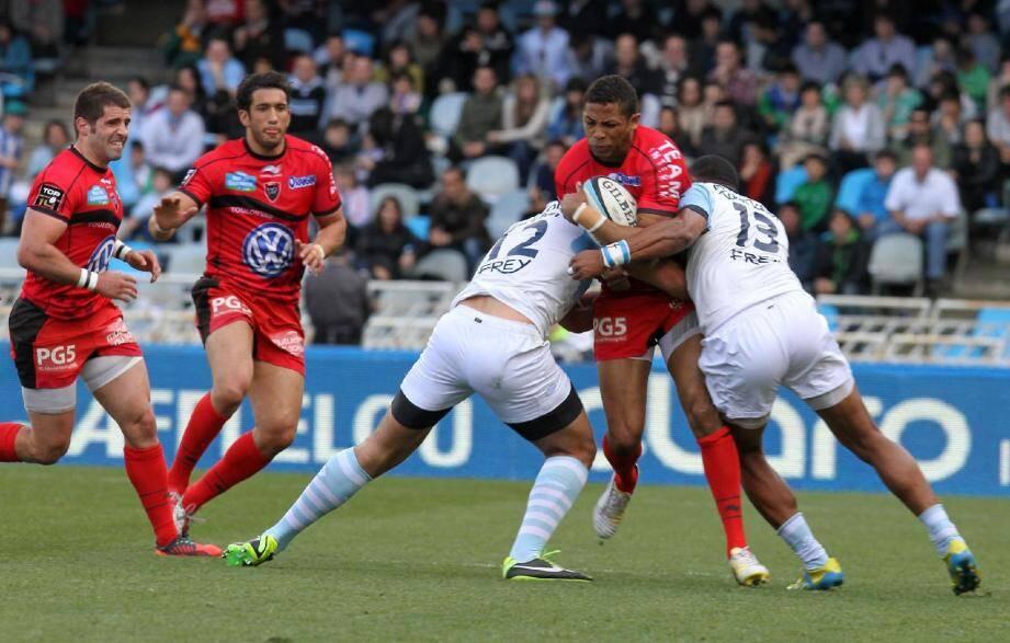 Delon Armitage et Maxime Mermoz dans le groupe contre Bayonne.