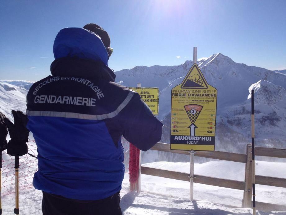 Hier matin, un gendarme effectue les constatations. Le risque d'avalanche était de 3/5.