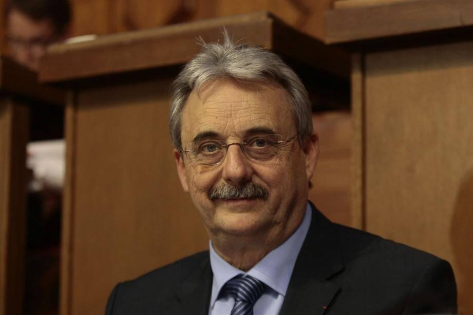 Dans les Alpes-Maritimes, Louis Nègre, le maire de Cagnes-sur-Mer, arrive à la première place du classement des meilleurs maires de France