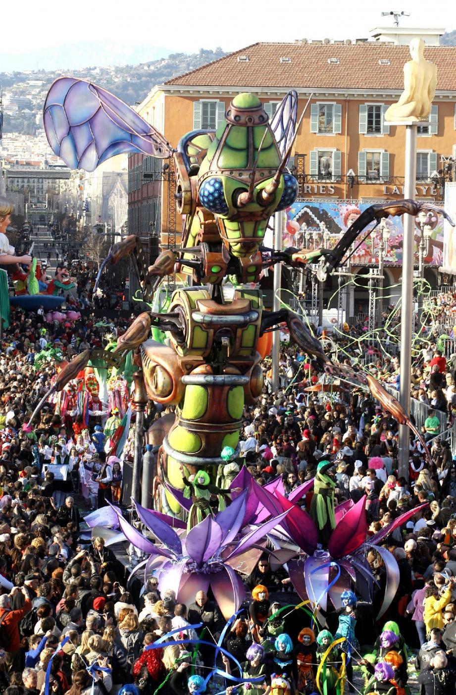 Alien poétique, araignée géante autonome, le Carnaval prend une autre dimension. Futuriste.