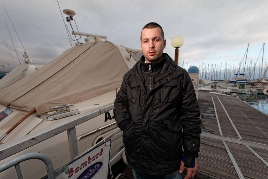 Jérôme, 27 ans, est l'un des vigiles employés par la société chargée de surveiller le port de Bandol. Hier matin, il est intervenu avec un collègue pour mettre en fuite deux voleurs qui s'étaient introduits à bord d'un bateau.