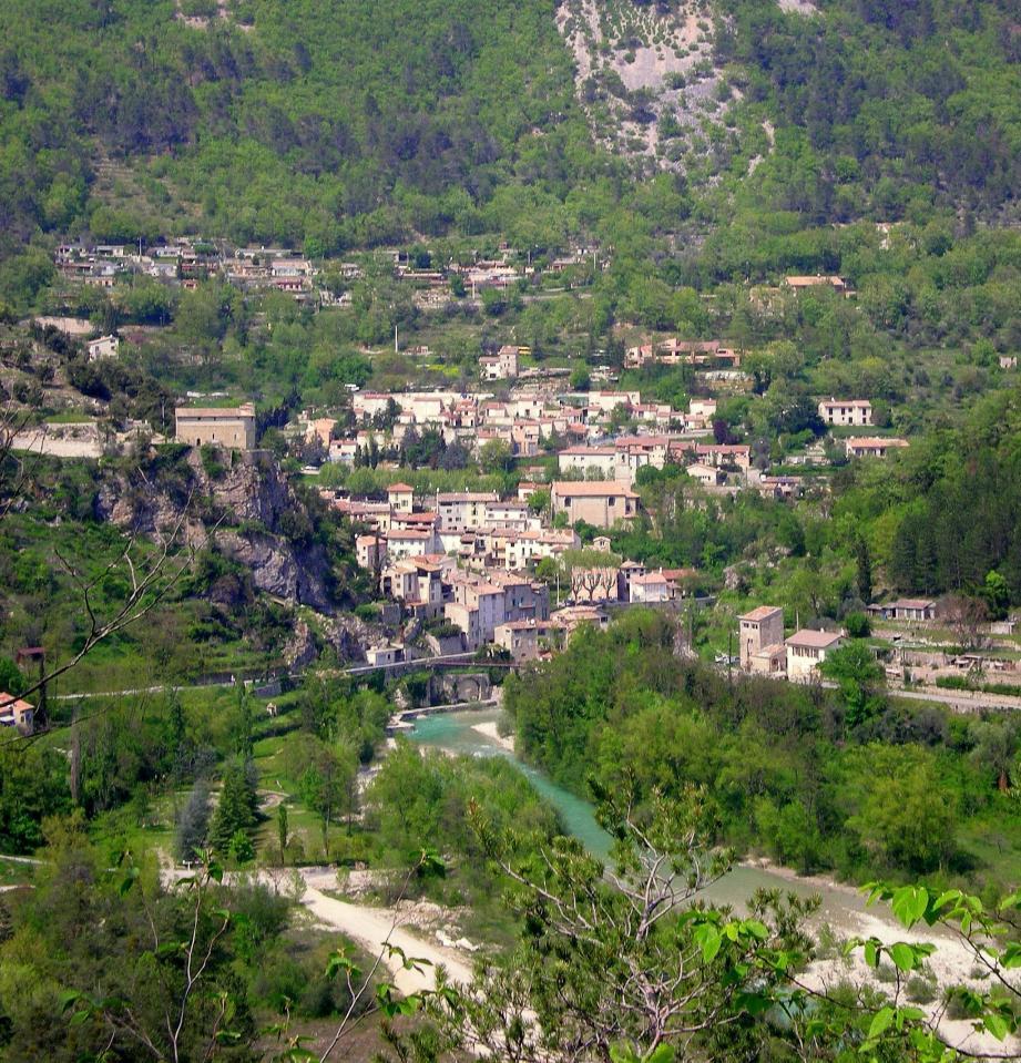 Roquesteron : un village attrayant.
