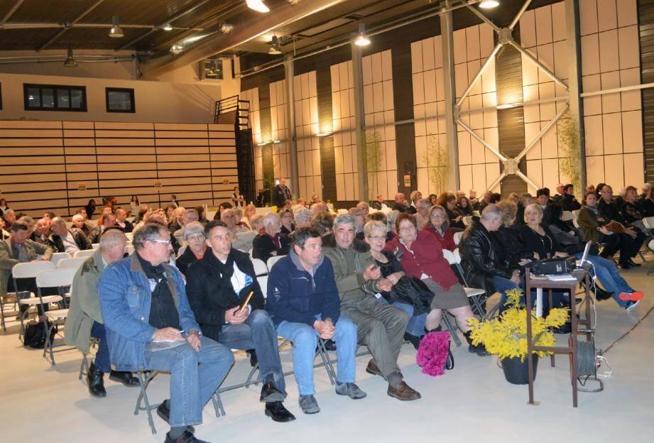 Une centaine de personnes a assisté à la réunion de la candidate Christine Welker