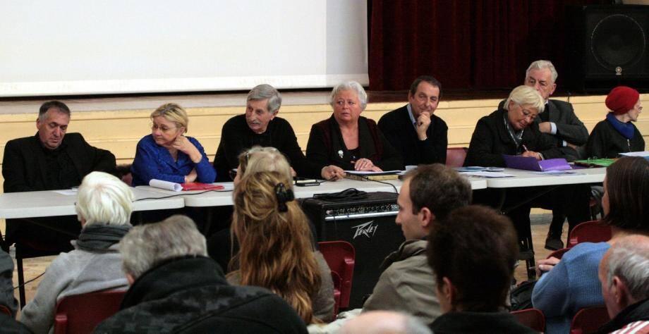 Carole Guinard, tête de liste de « Primo L'Escarène » entourée de ses colistiers : « Une première réunion pour faire connaissance ».