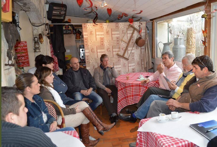 La réunion s'est tenu en petit comité, autour du candidat, Claude Blanc.