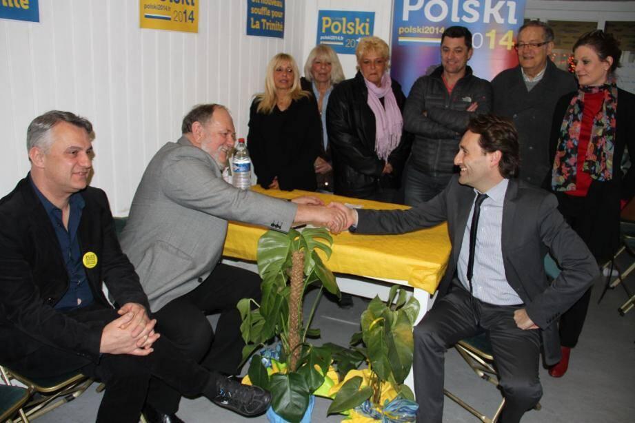 Signature du pacte entre le président de l'UPA, Georges Bisson, et Ladislas Polski, candidat de la liste « Un nouveau souffle pour La Trinité ».