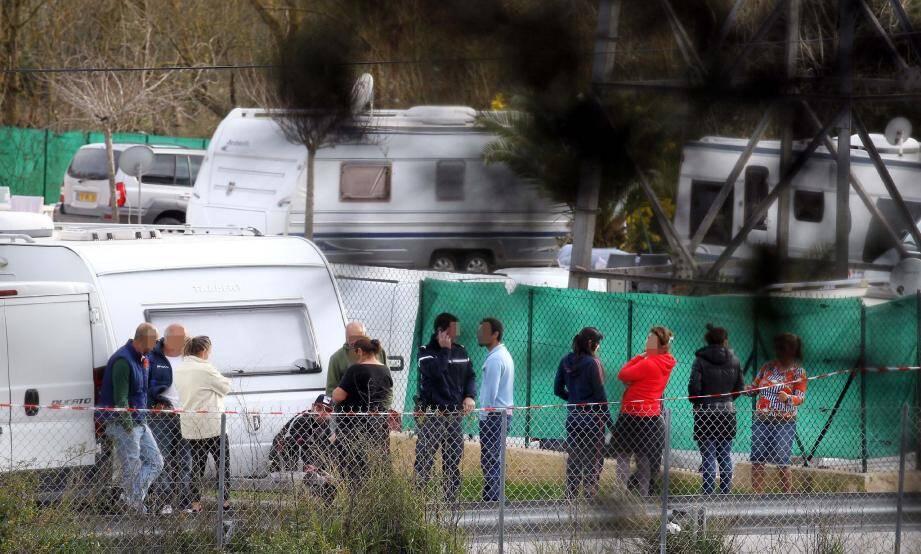 Les gendarmes de Cannes et de Fréjus ont investi le camp des gens du voyage hier après-midi pour tenter de remonter le fil des événements.