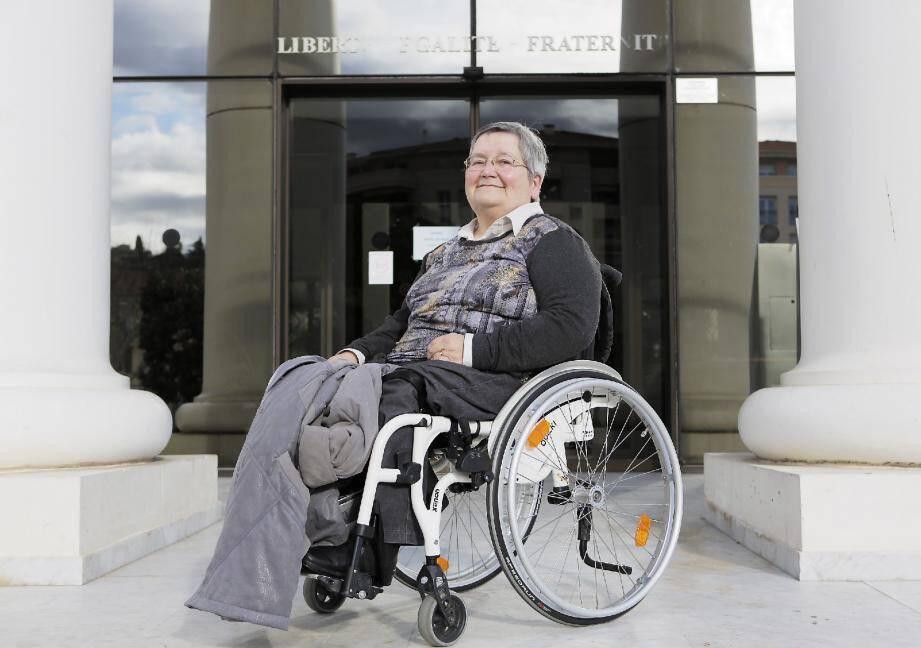 On est très en retard par rapport à la loi de 2005 sur l'accessibilité, observe Geneviève Telmon, présente sur la liste de Françoise Benne à Saint-Laurent-du-Var.