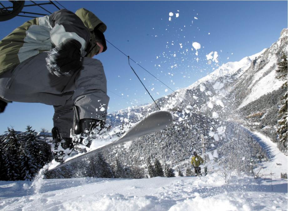 Station familiale, La Colmiane vous accueille dans un cadre de pleine nature. Vous pourrez y pratiquer le ski, le snowboard avec son half-pipe et son snowpark.