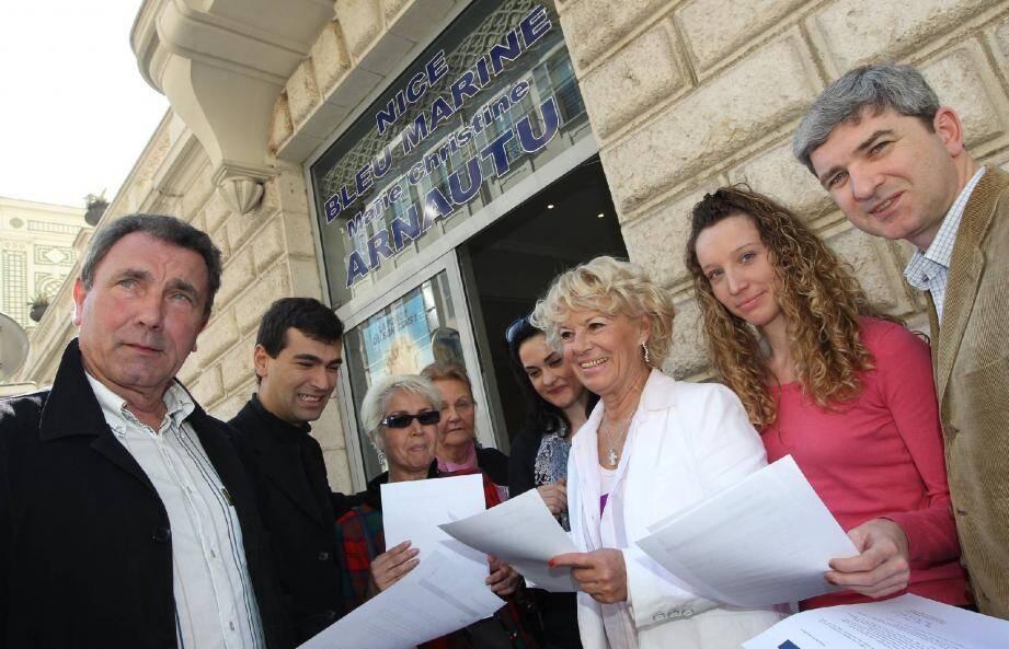 Entourée d'une poignée de ses colistiers, Marie-Christine Arnautu a exposé les principaux points de son programme hier midi, lors d'une conférence de presse.