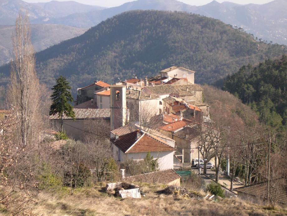 Le village de Revest-les-Roches.