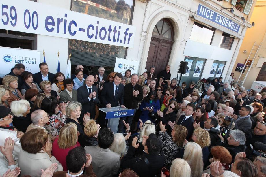 Beaucoup de monde, hier en fin de matinée, pour l'inauguration de la permanence sur le port de Nice.
