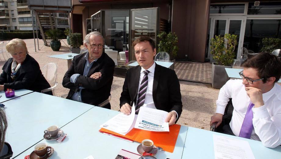 Chantal Maimon (Dvg), Hervé Lavisse (Fdg), Jean-Valéry Desens (Dvd) et Cédric Aimasso (FN) à la même table, mettant de côté leurs divergences politiques pour un coup de gueule commun.
