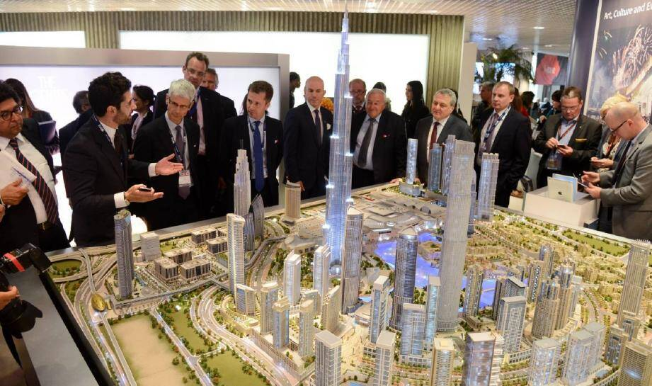 Les principaux pavillons, Russie, Turquie, Brésil… ou ici Dubaï, ont présenté leur projet phares à Bernard Brochand, député maire de Cannes et Paul Zilk, président de Reed Midem, organisateur du Mipim.