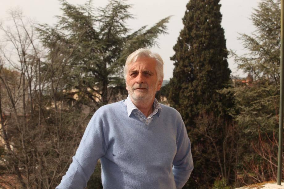 De par ses anciennes fonctions professionnelles, Nicolas Milosevic possède une grande expérience en matière de gestion publique.