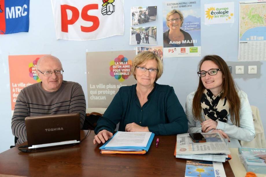 Entourée de son directeur de campagne Michel Hugues et de Flore Hugues, n°3 sur sa liste, Anne Majri a présenté son programme économique.