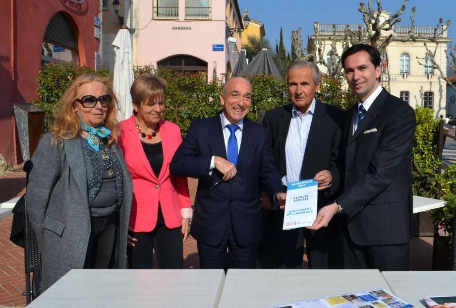 André Aschieri entouré des adjointes Christiane Requiston et Marie-Louise Gourdon, d'Yvon Grosso de l'UPE 06 et Stéphane Grech de la CCI.