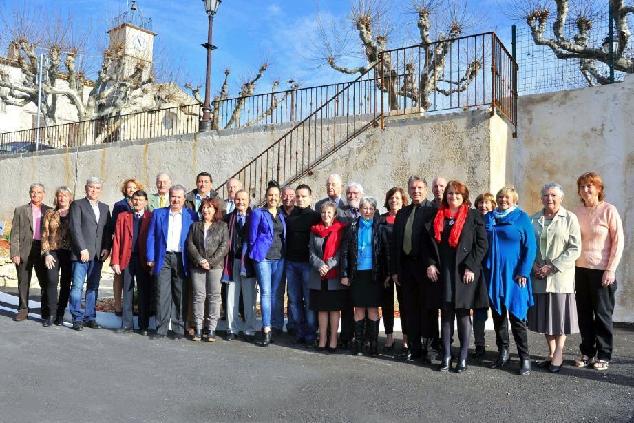 Sur les 28 colistiers qui entourent André Roatta, la moitié d'entre eux sont des nouveaux venus.
