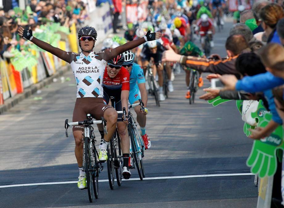 Betancur prend le meilleur sur Jungels et Fuglsang au sprint. Le Colombien enchaîne les succès en ce début de saison.