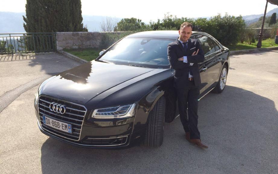 À titre personnel, Julien apprécie l'élégance et le dynamisme de cette Audi. Pour son activité de chauffeur, cependant, il lui manque le confort Pullman d'une Mercedes Classe S.